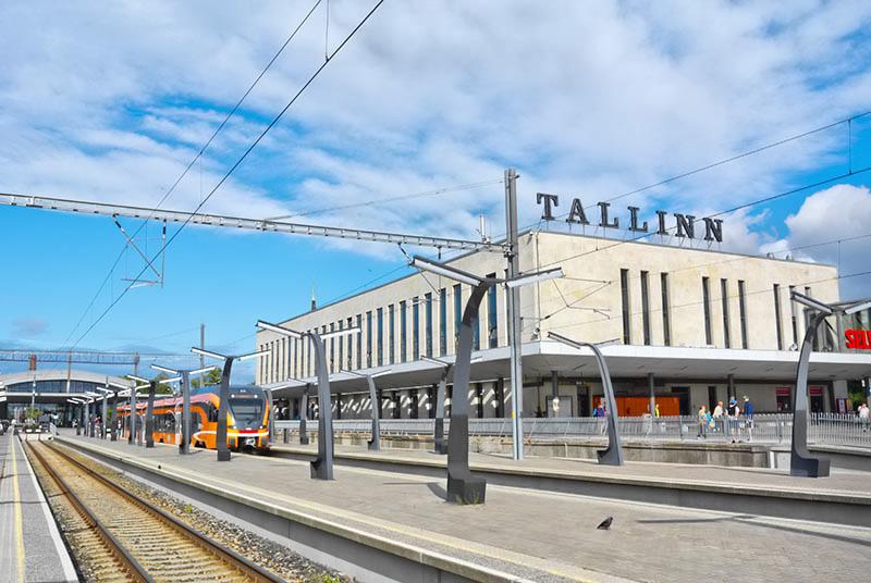 Matkat Tallinnaan Autolautalla Lentaen Ja Muin Keinoin Seka