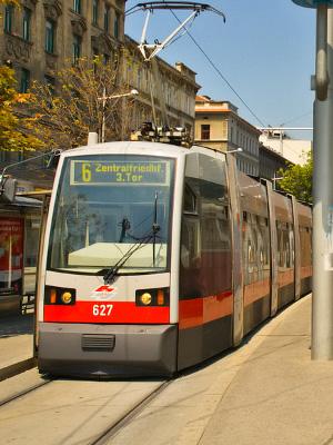 Liikkuminen Wienissa Metrolla Raitiovaunulla Polkupyoralla